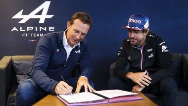 F1 2021: il CEO di Alpine, Laurent Rossi, firma l'estensione del contratto di Fernando Alonso