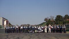 F1 2021, Imola: foto di gruppo AlphaTauri dopo il filming day di Yuki Tsunoda e Pierre Gasly