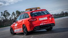 F1 2021: la Medical Car Mercedes C 63 S Estate nella nuova livrea rossa