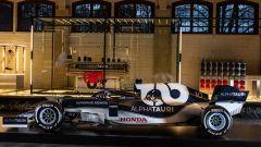 F1 2021, la Scuderia AlphaTauri AT02 nel nuovo showroom AlphaTauri Fashion
