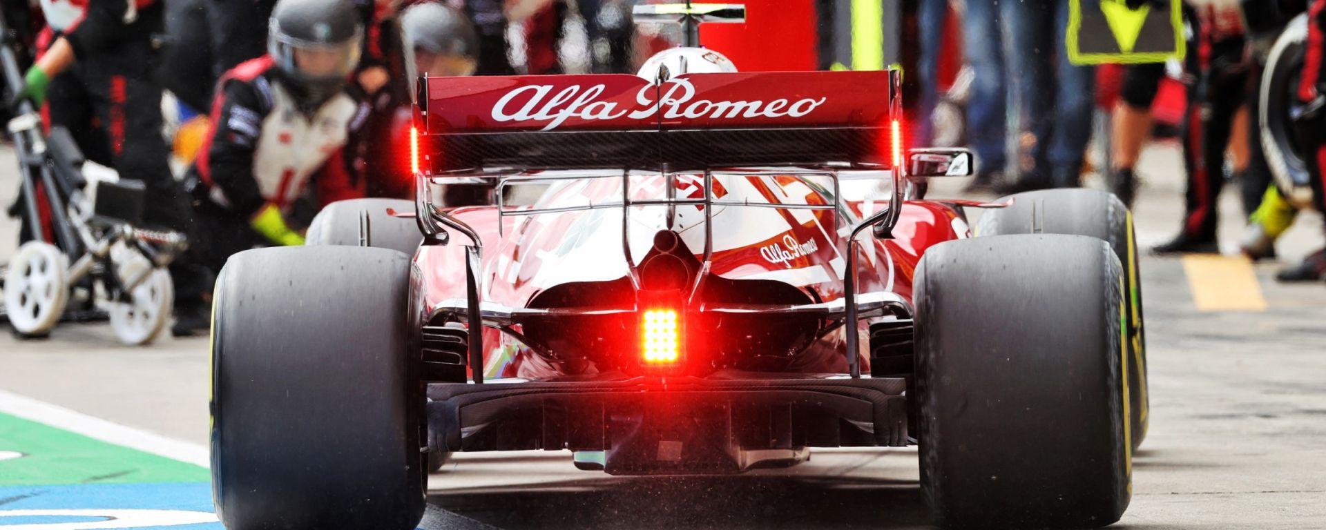 F1, 2021: l'Alfa Romeo di Kimi Raikkonen attesa per un pit-stop