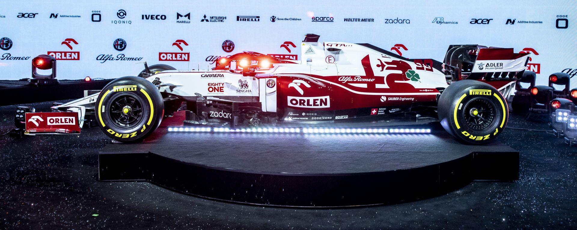 F1 2021, l'Alfa Romeo Racing C41 sul palco della presentazione di Varsavia