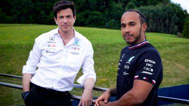F1 2021, Lewis Hamilton e Toto Wolff (Mercedes AMG F1) presentano l'iniziativa