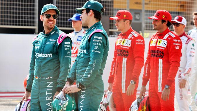 F1 2021: Sebastian Vettel e Lance Stroll (Aston Martin), alle loro spalle Carlos Sainz e Charles Leclerc (Ferrari)