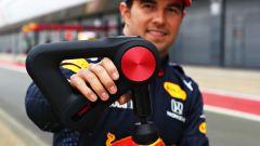 F1 2021: Sergio Perez (Red Bull Racing) e i dispositivi Therabody