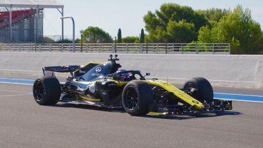 F1, al Paul Ricard Sergey Sirotkin (Renault) testa il prototipo Pirelli 2021