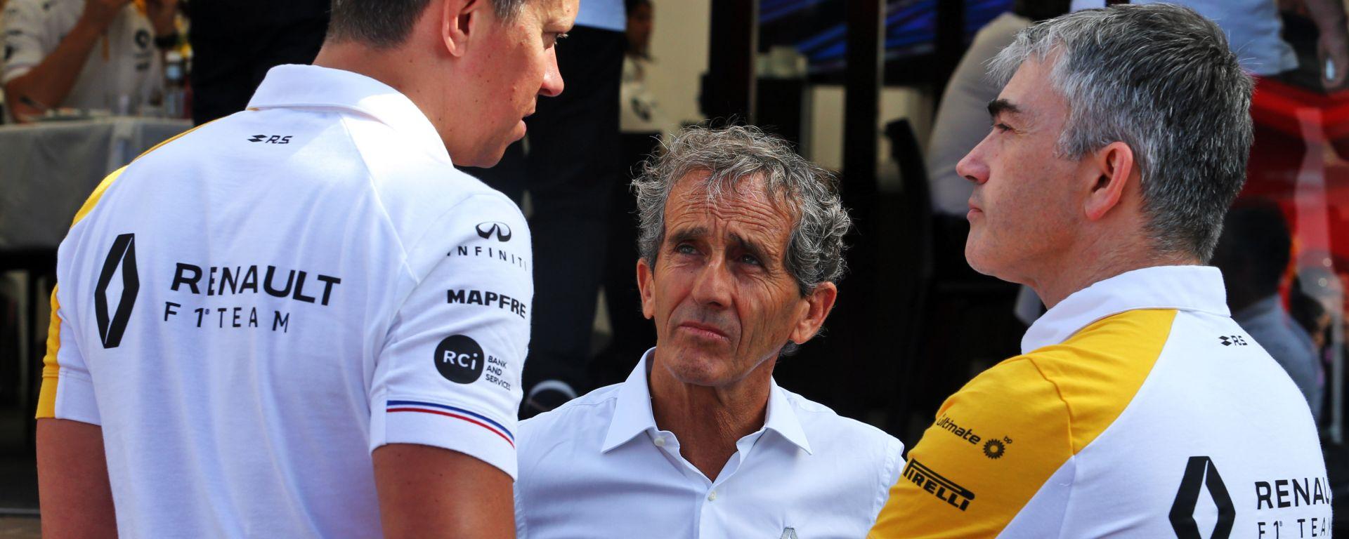 F1: Alain Prost con Marcin Budkowski e Nick Chester (Renault)