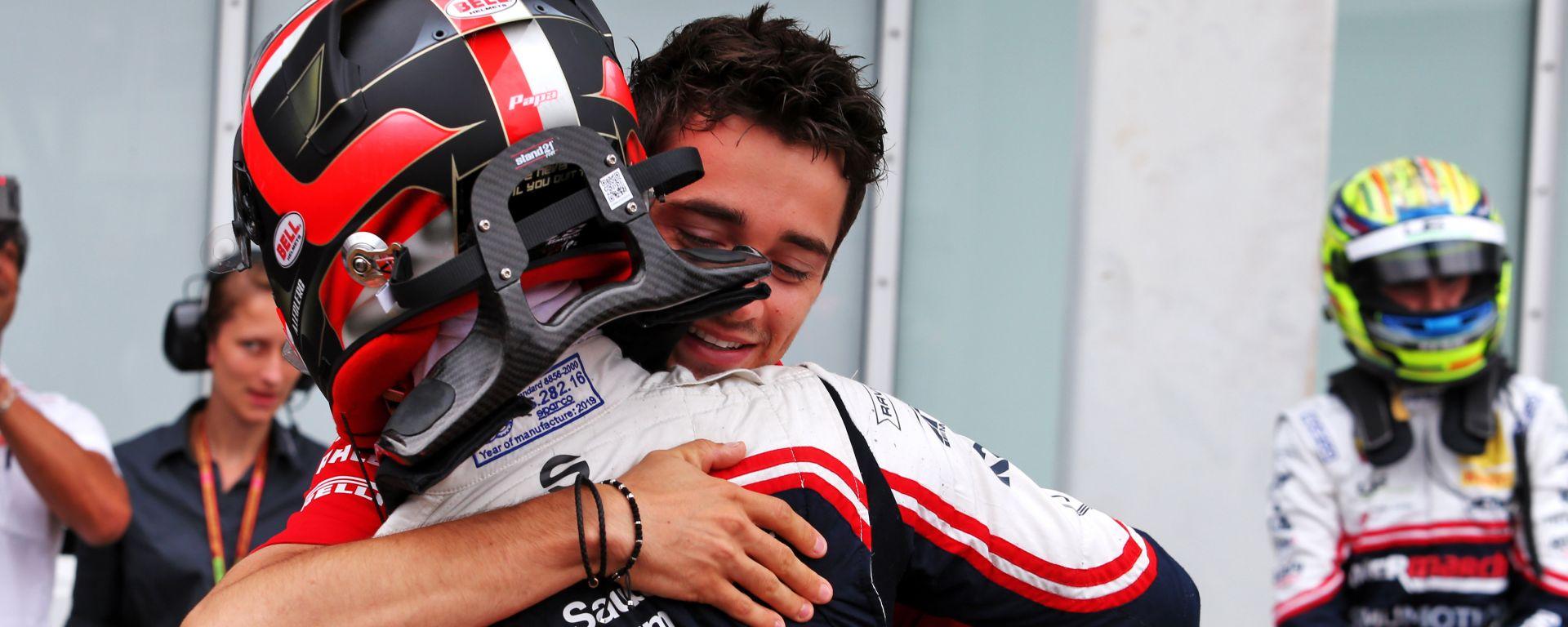 F1: Charles Leclers si complimenta con il fratello Arthur