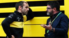 F1: Cyril Abiteboul (Renault) a colloquio con Luis Garcia Abad, manager di Fernando Alonso