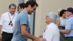 F1, GP Abu Dhabi 2016: Roger Federer con Bernie Ecclestone