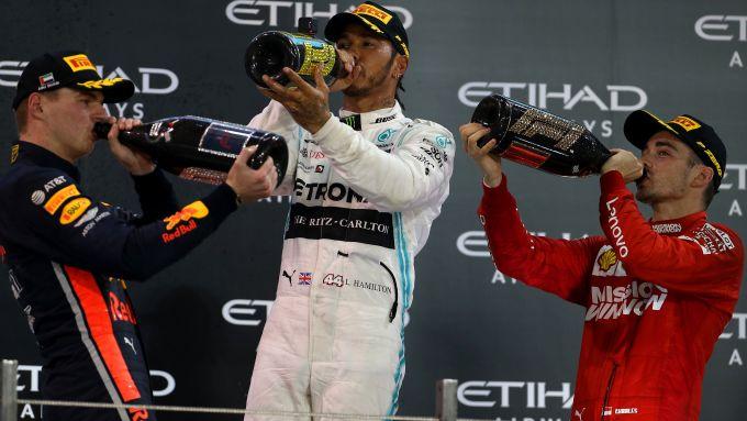 F1, GP Abu Dhabi 2019: festa sul podio per Max Verstappen (Red Bull), Lewis Hamilton (Mercedes) e Charles Leclerc (Ferrari)