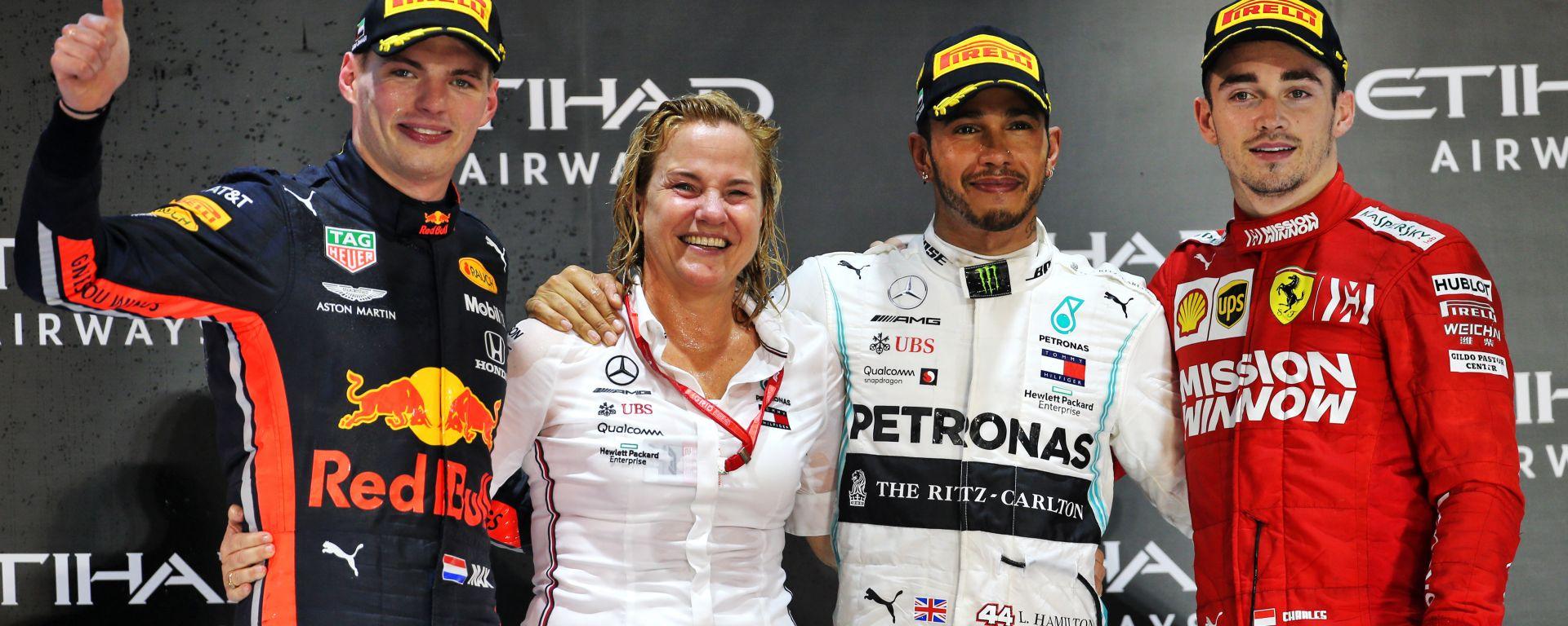 F1, GP Abu Dhabi 2019: il podio della gara con Max Verstappen (Red Bull). Lewis Hamilton (Mercedes) e Sebastian Vettel (Ferrari)