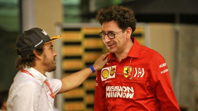 F1 GP Abu Dhabi 2019, Yas Marina: Fernando Alonso a colloquio con Mattia Binotto (Ferrari)