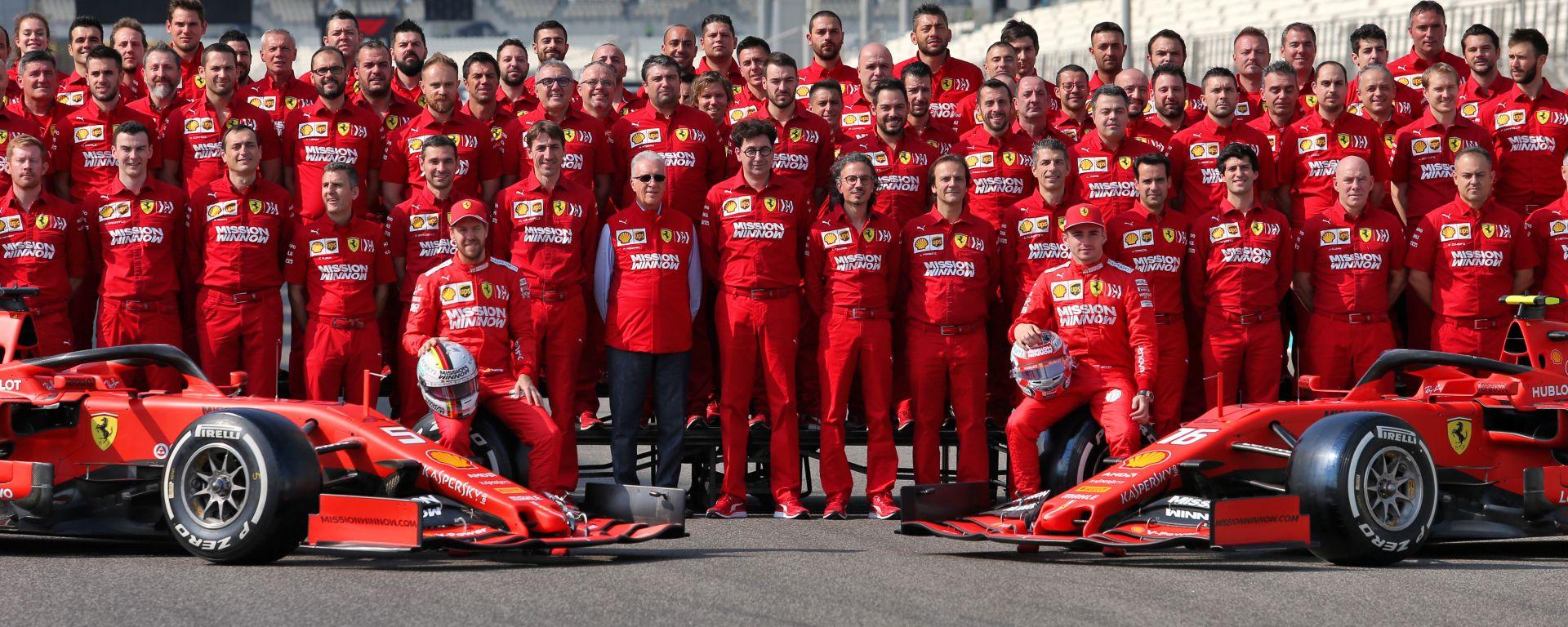 F1 GP Abu Dhabi 2019, Yas Marina: la foto di gruppo della Scuderia Ferrari a fine stagione