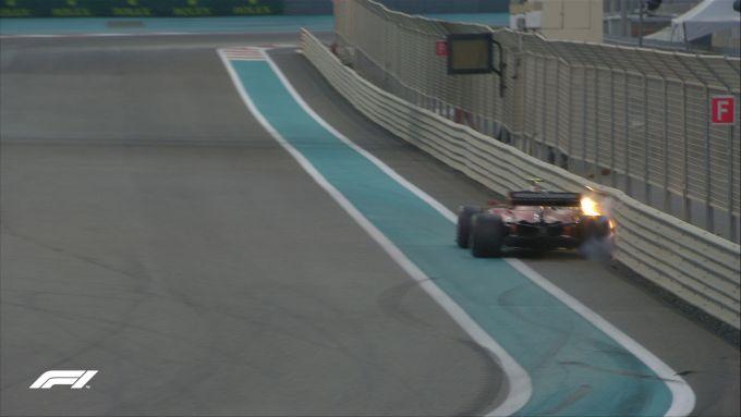 F1 GP Abu Dhabi 2019, Yas Marina: le immagini del contatto di Charles Leclerc (Ferrari) con le barriere