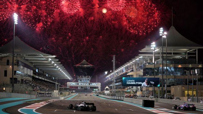F1 GP Abu Dhabi 2019, Yas Marina: Lewis Hamilton (Mercedes) taglia il traguardo