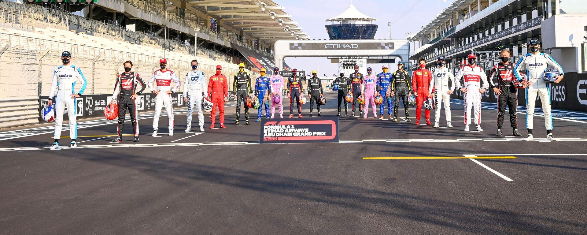 F1 GP Abu Dhabi 2020, Yas Marina: foto di gruppo dei piloti in griglia