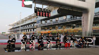 F1 GP Abu Dhabi 2020, Yas Marina: i piloti impegnati nel momento anti-razzismo