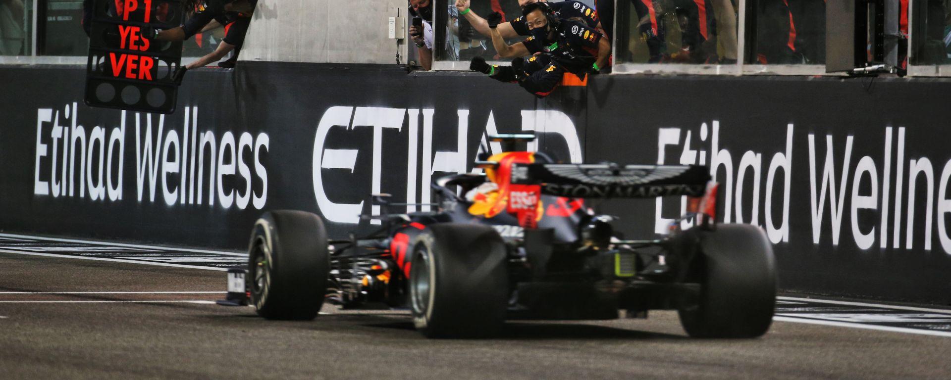 F1 GP Abu Dhabi 2020, Yas Marina: Max Verstappen (Red Bull Racing) taglia il traguardo