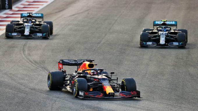 F1 GP Abu Dhabi 2020, Yas Marina: Verstappen (Red Bull) davanti a Bottas e Hamilton (Mercedes)