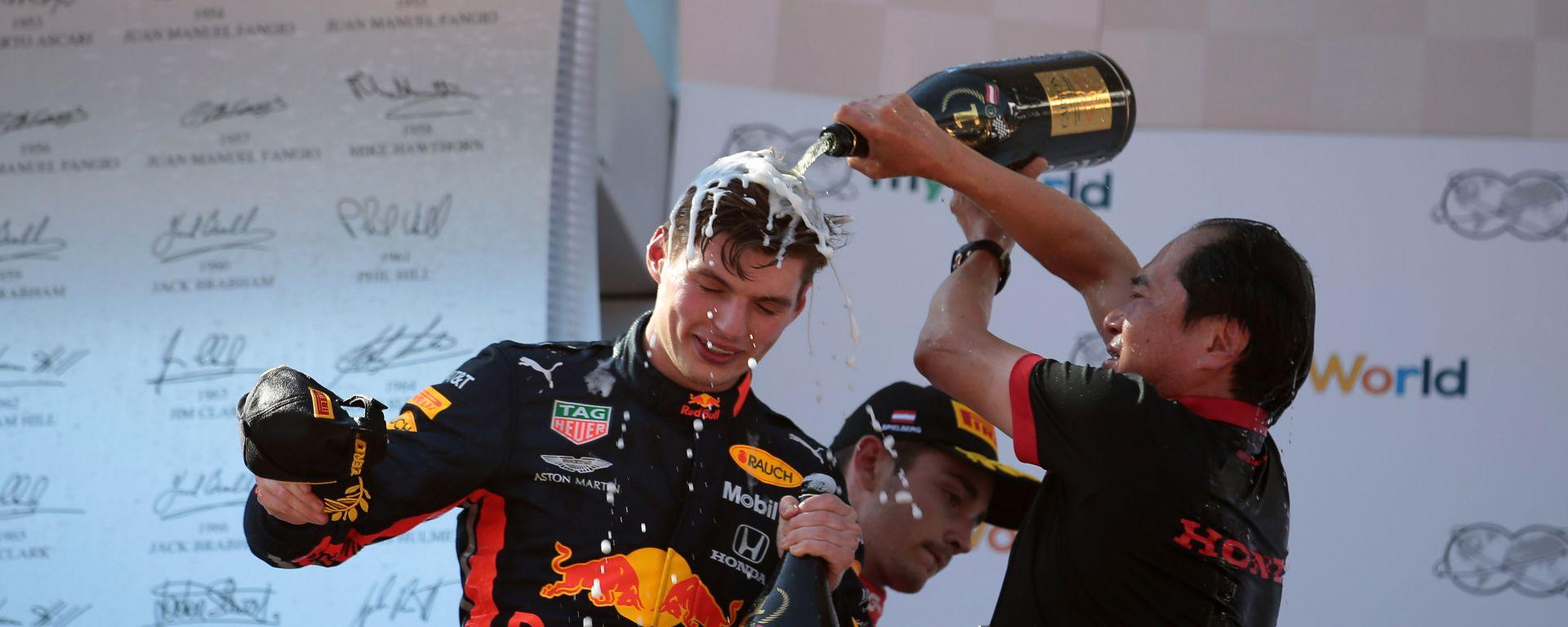 F1, GP Austrai 2019: Max Verstappen (Red Bull) festeggiato dopo il successo da Masashi Yamamoto (Honda)