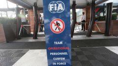 F1 GP Australia 2020, Melbourne: il pannello che impone il coprifuoco al personale dei team