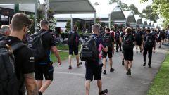 F1 GP Australia 2020, Melbourne: l'arrivo dei team nel paddock prima della cancellazione della gara