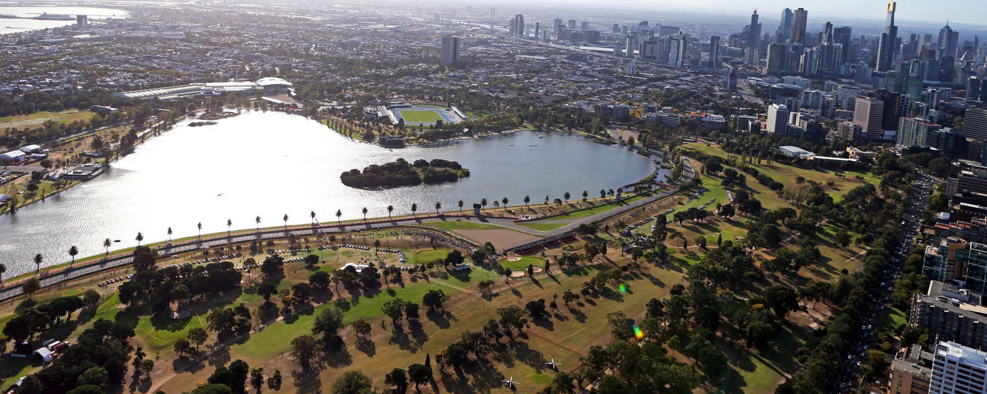 F1 GP Australia 2020, Melbourne: vista aerea della chicane che sarà eliminata (in basso)