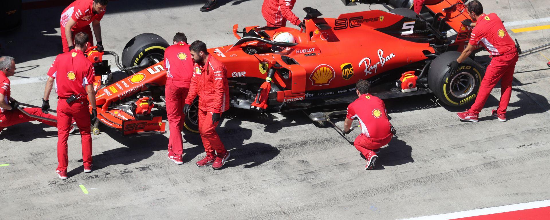 F1 GP Austria 2019, Vettel rientra ai box dopo il primo tentativo in Q2