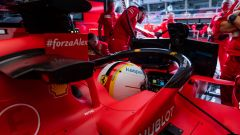 F1, GP Austria 2020: la Ferrari di Sebastian Vettel al box