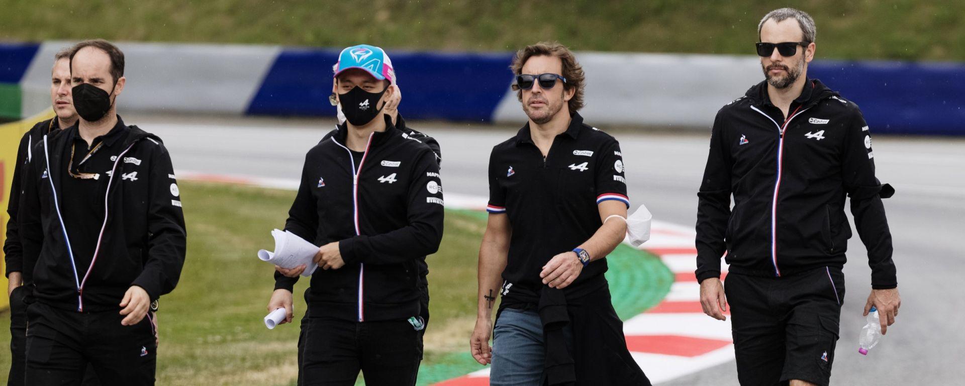F1, GP Austria 2021: Fernando Alonso durante la track walk