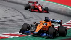 F1 GP Austria 2021, Spielberg: Daniel Ricciardo (McLaren) davanti a Charles Leclerc (Ferrari)