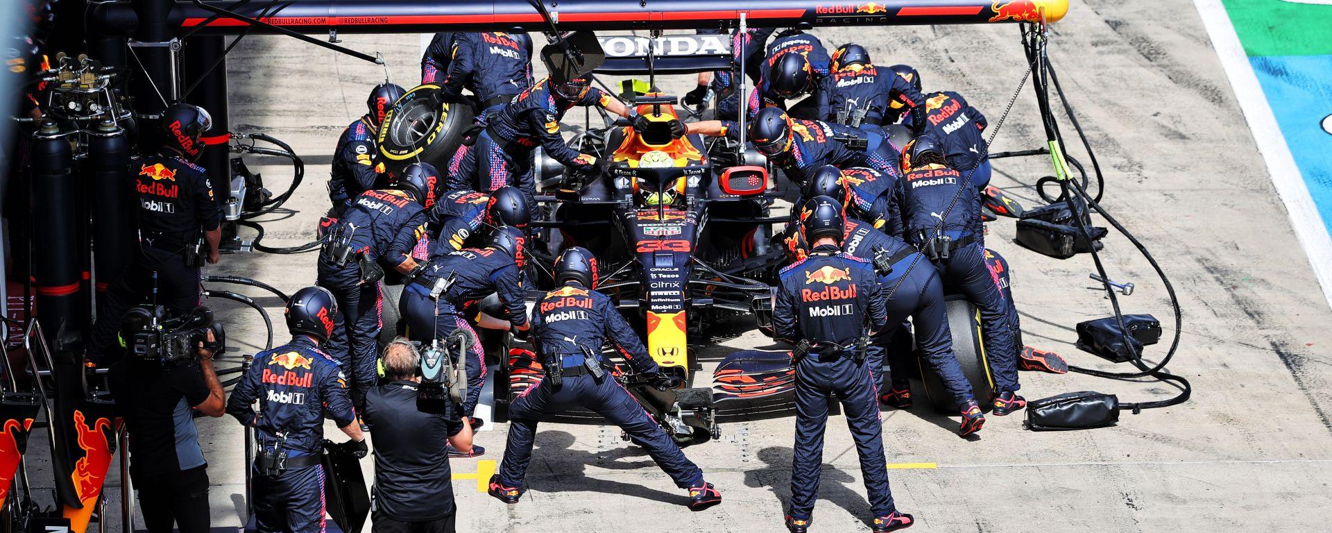 F1 GP Austria 2021, Spielberg: il pit-stop della Red Bull Racing di Max Verstappen