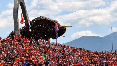 F1 GP Austria 2021, Spielberg: la tribuna piena di tifosi di Max Verstappen (Red Bull)