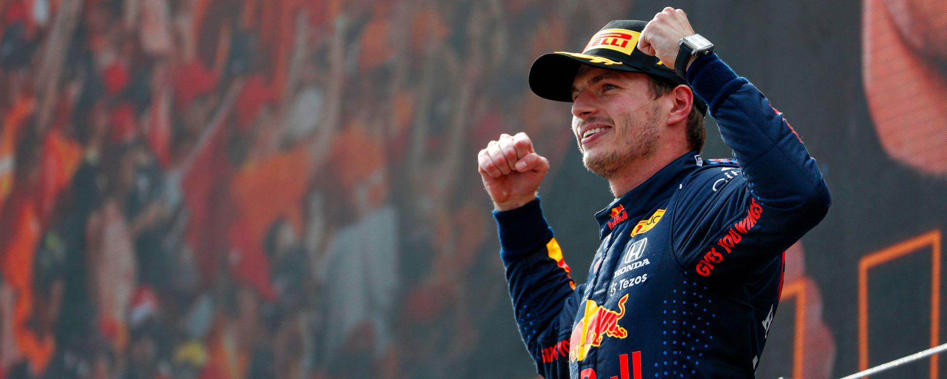F1 GP Austria 2021, Spielberg: Max Verstappen (Red Bull Racing) festeggia sul podio