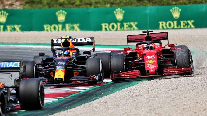 F1, GP Austria 2021: un momento del duello tra Perez e Leclerc