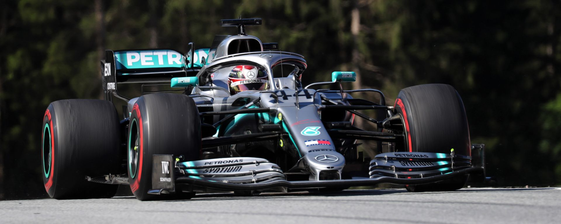 """F1 GP Austria, Hamilton: """"La Ferrari sembra molto veloce"""""""