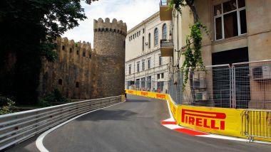 F1 GP Azerbaijan 2017: curva-8, uno dei passaggi più suggestivi del circuito cittadino di Baku
