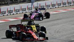 F1, GP Azerbaijan 2019: Charles Leclerc (Ferrari) impegnato in duello con Daniel Ricciardo (Renault)