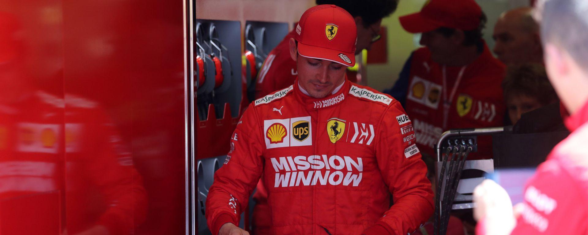 """Ferrari, Leclerc out in Q2 a Baku: """"Sono uno stupido"""""""