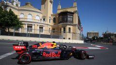 F1 GP Azerbaijan 2019, Max Verstappen in curva-15
