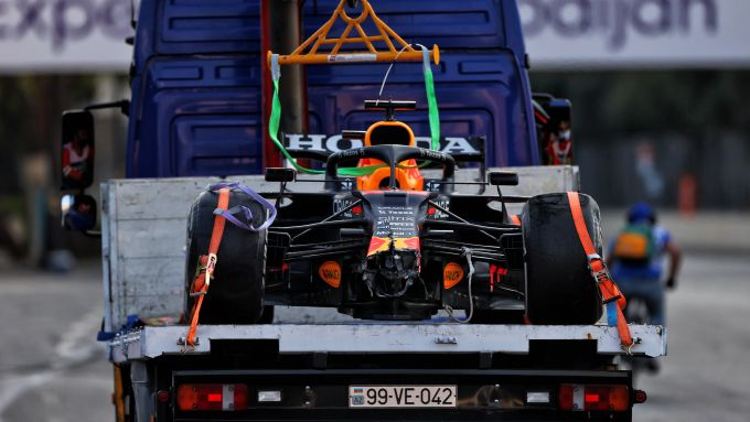 F1 GP Azerbaijan 2021, Baku: la Red Bull RB16B di Max Verstappen dopo il botto