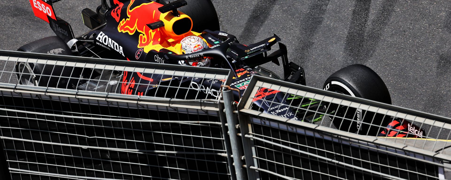 F1 GP Azerbaijan 2021, Baku: Max Verstappen (Red Bull Racing) contro il muro