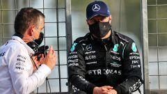 F1 GP Azerbaijan 2021, Baku: Valtteri Bottas (Mercedes) sconsolato prima della ripartenza