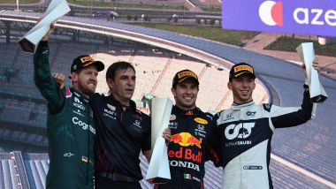 F1, GP Azerbaijan 2021: il podio del gara con Sebastian Vettel, Sergio Perez e Pierre Gasly