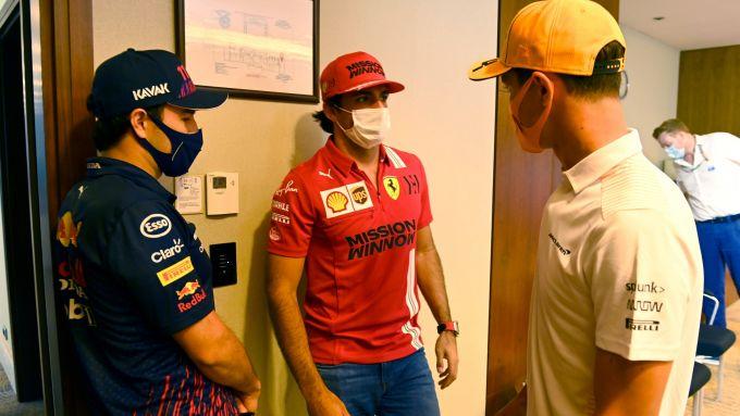 F1, GP Azerbaijan 2021: la coda creatasi fuori dal bagno in cui è rinchiuso il Sofficino Australiano