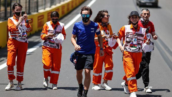 F1, GP Azerbaijan 2021: lo Sciamano e le ammiratrici