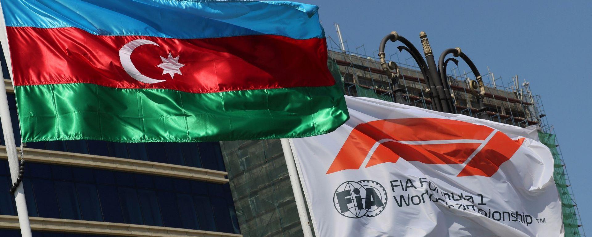 F1, GP Azerbaijan: le bandiere dell'Azerbaijan e della F1
