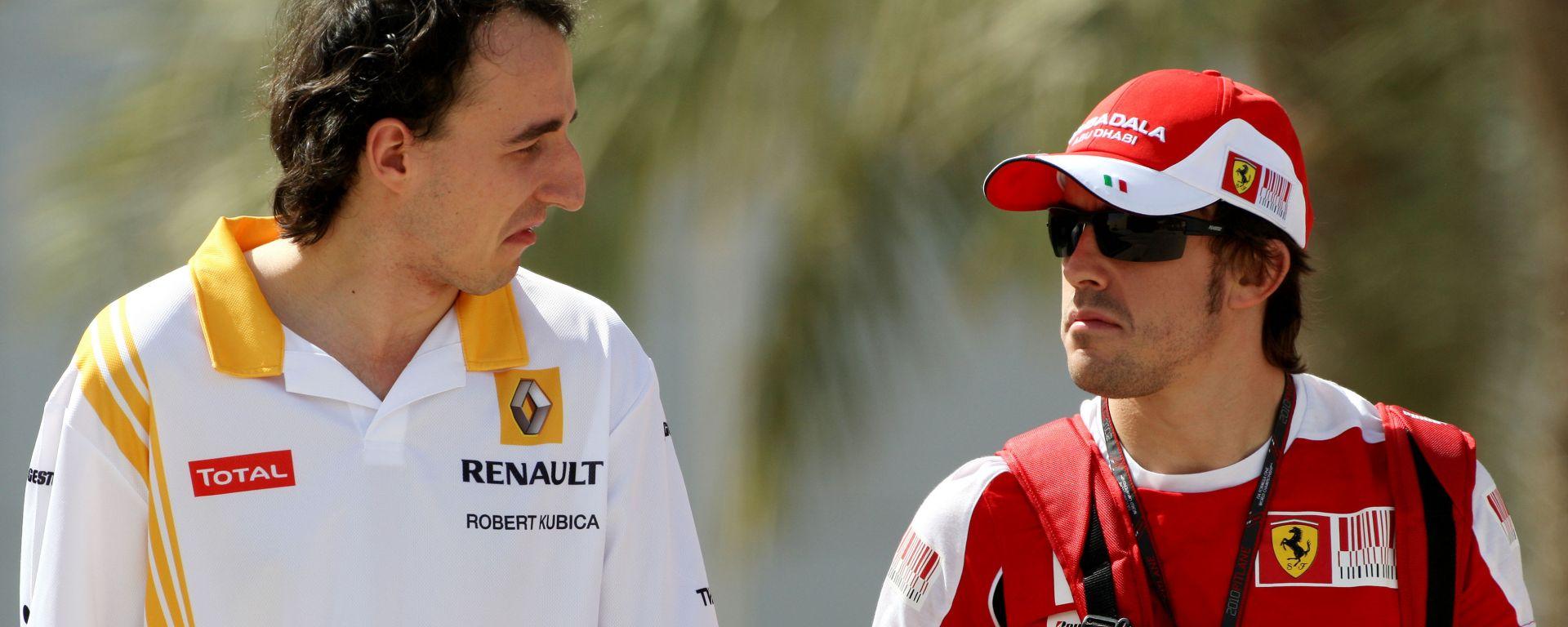 F1 GP Bahrain 2010, Sakhir: Robert Kubica (Renault) con Fernando Alonso (Ferrari)