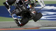 F1 GP Bahrain 2014, Sakhir: Gutierrez (Sauber) vola dopo il contatto con Maldonado (Lotus)